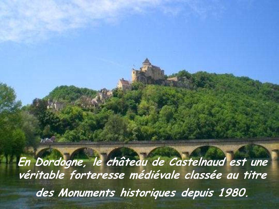 En Dordogne, le château de Castelnaud est une véritable forteresse médiévale classée au titre des Monuments historiques depuis 1980.