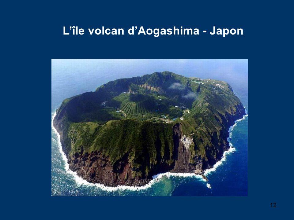 L'île volcan d'Aogashima - Japon