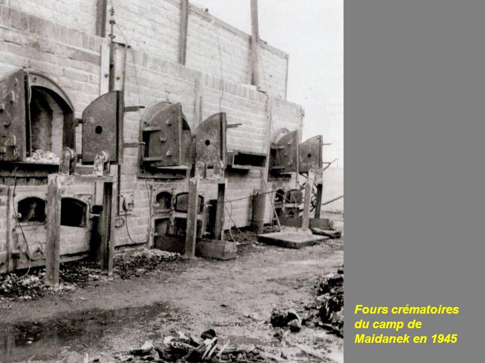 Fours crématoires du camp de Maidanek en 1945