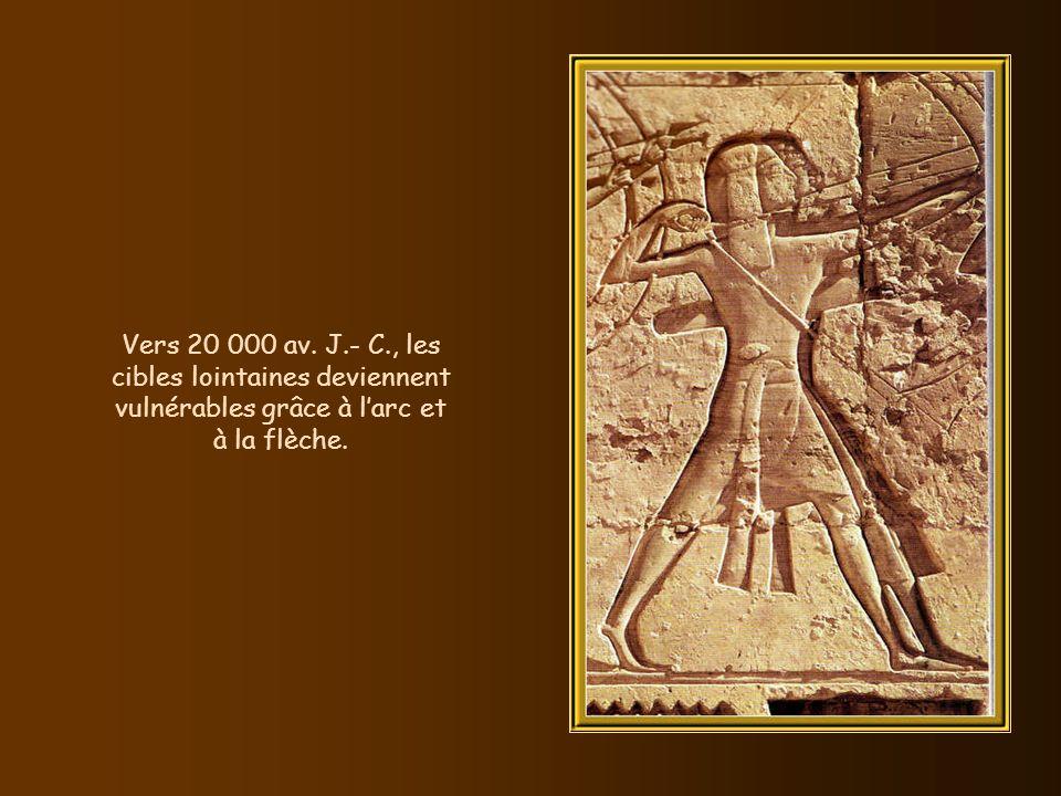 Vers 20 000 av. J.- C., les cibles lointaines deviennent vulnérables grâce à l'arc et à la flèche.