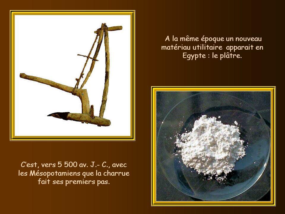 A la même époque un nouveau matériau utilitaire apparait en Egypte : le plâtre.