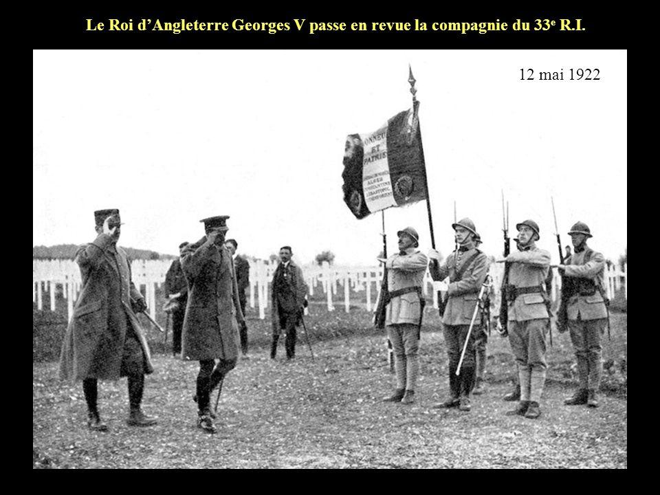 Le Roi d'Angleterre Georges V passe en revue la compagnie du 33e R.I.