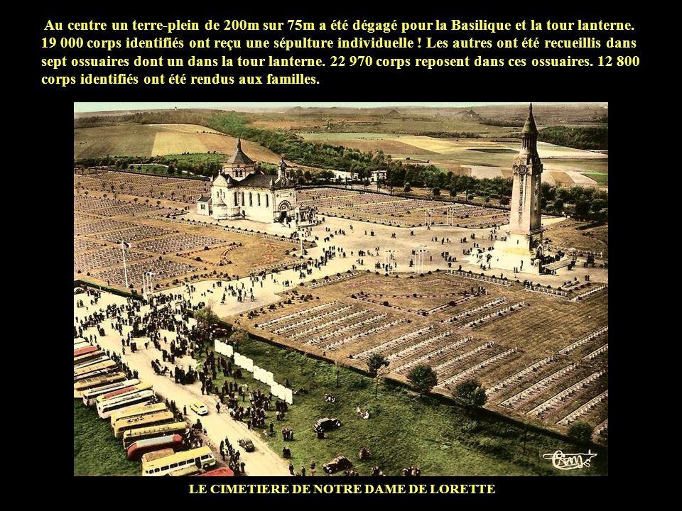 Au centre un terre-plein de 200m sur 75m a été dégagé pour la Basilique et la tour lanterne.