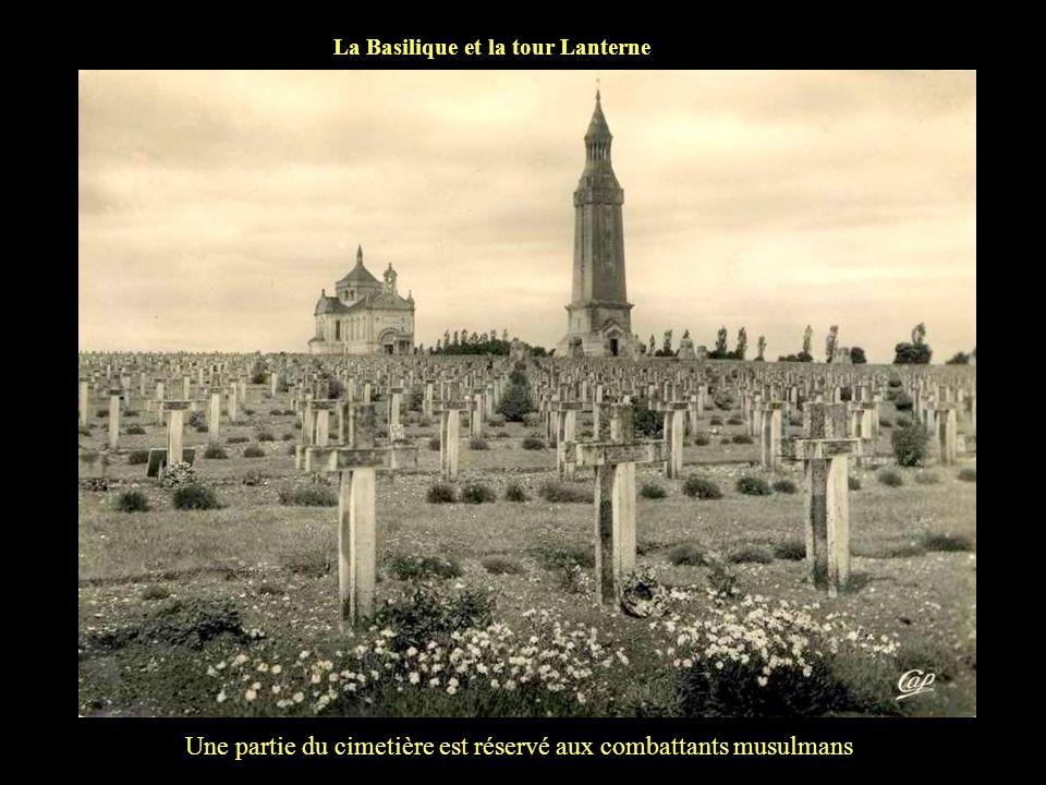 Une partie du cimetière est réservé aux combattants musulmans