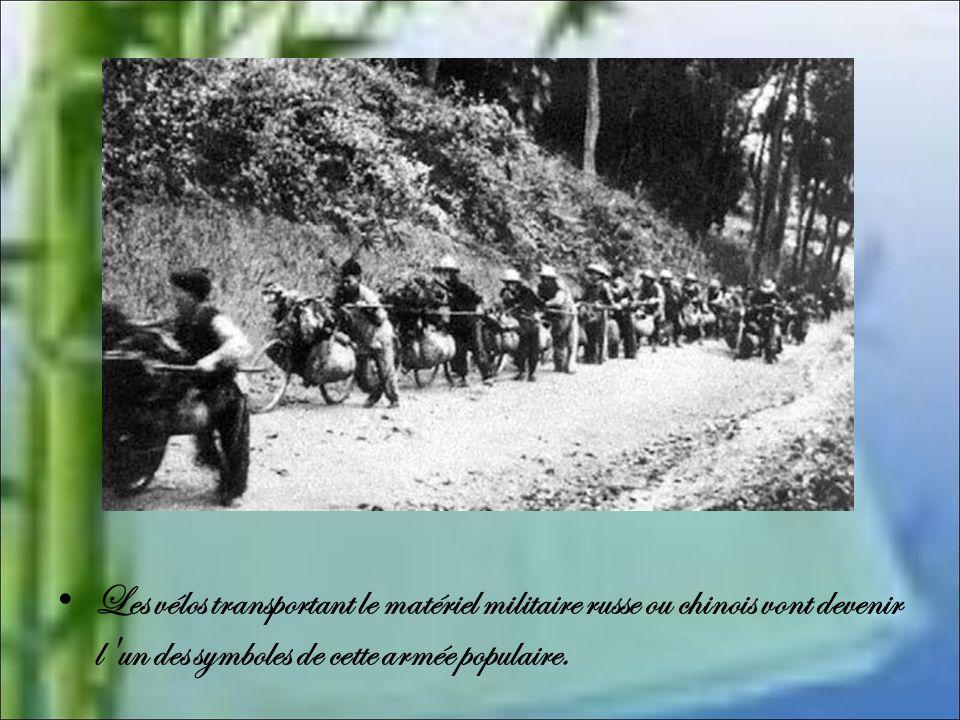 Les vélos transportant le matériel militaire russe ou chinois vont devenir l un des symboles de cette armée populaire.