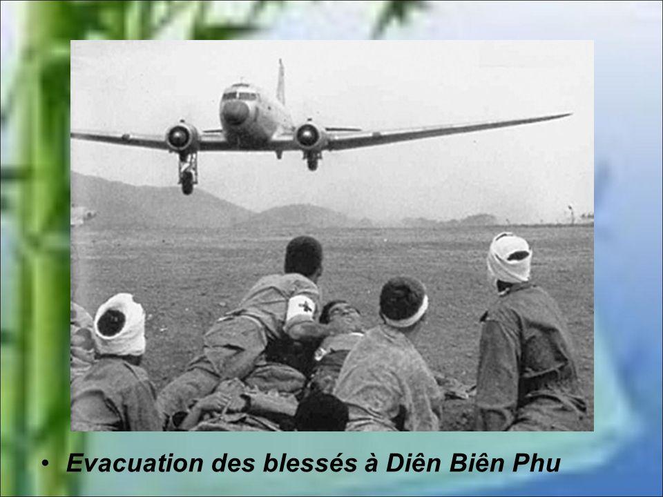 Evacuation des blessés à Diên Biên Phu