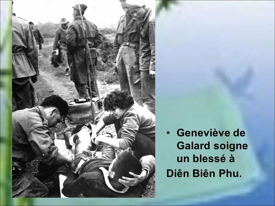 Geneviève de Galard soigne un blessé à