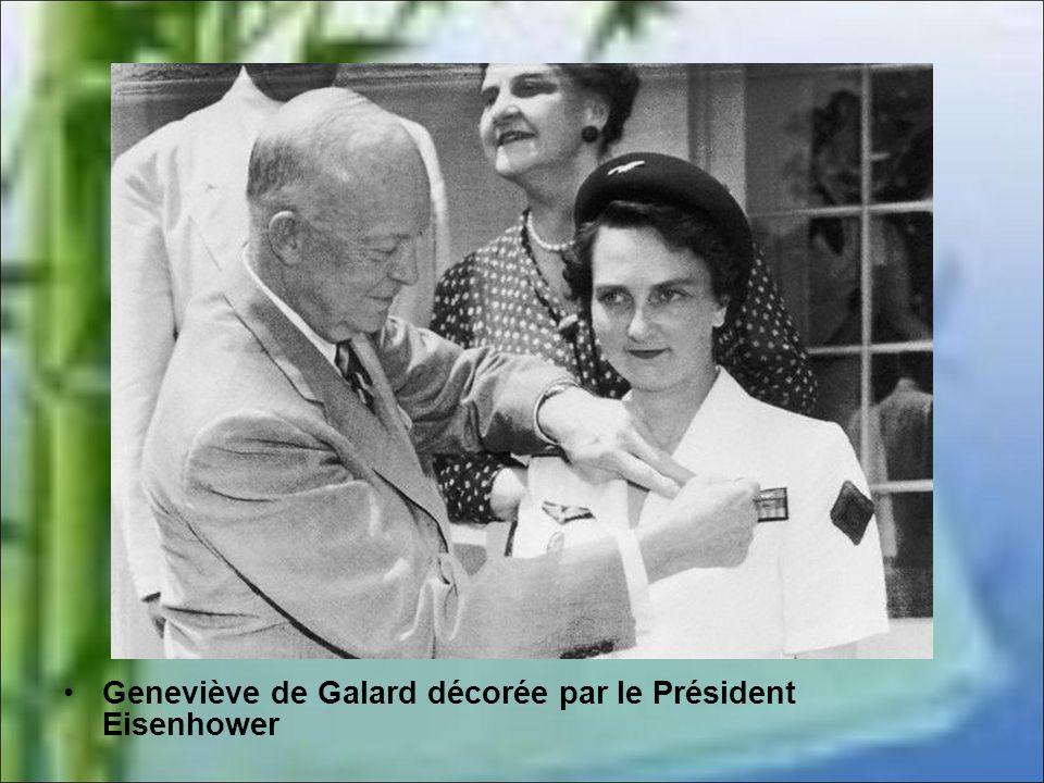 Geneviève de Galard décorée par le Président Eisenhower