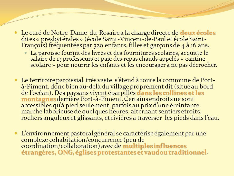 Le curé de Notre-Dame-du-Rosaire a la charge directe de deux écoles dites « presbytérales » (école Saint-Vincent-de-Paul et école Saint-François) fréquentées par 320 enfants, filles et garçons de 4 à 16 ans.
