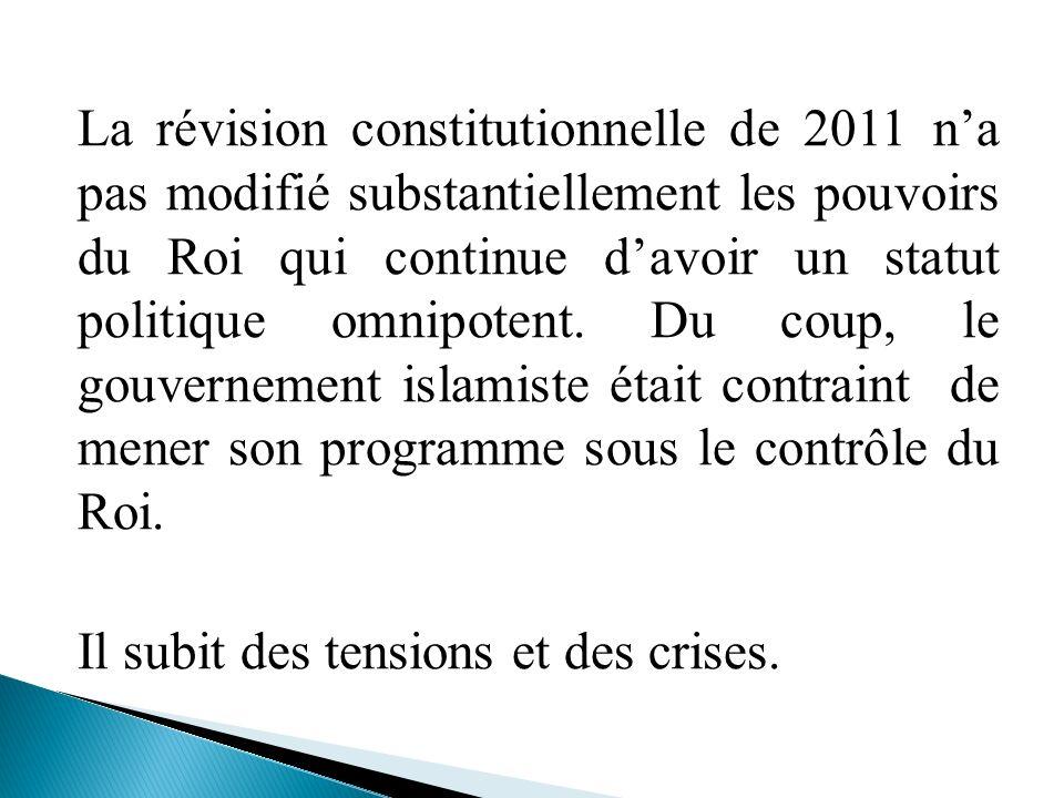La révision constitutionnelle de 2011 n'a pas modifié substantiellement les pouvoirs du Roi qui continue d'avoir un statut politique omnipotent.