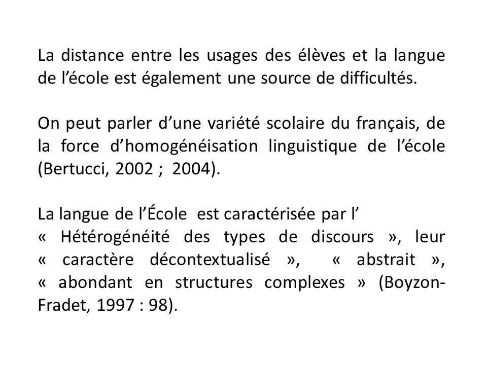 La distance entre les usages des élèves et la langue de l'école est également une source de difficultés.