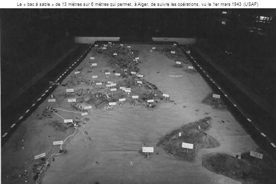 Le « bac à sable » de 13 mètres sur 6 mètres qui permet, à Alger, de suivre les opérations, vu le 1er mars 1943 (USAF)