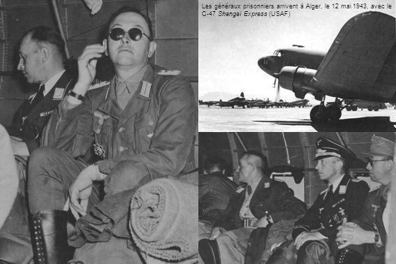 Les généraux prisonniers arrivent à Alger, le 12 mai 1943, avec le C-47 Shangaï Express (USAF)