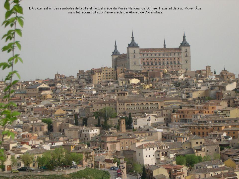 L'Alcazar est un des symboles de la ville et l'actuel siège du Musée National de l'Armée.