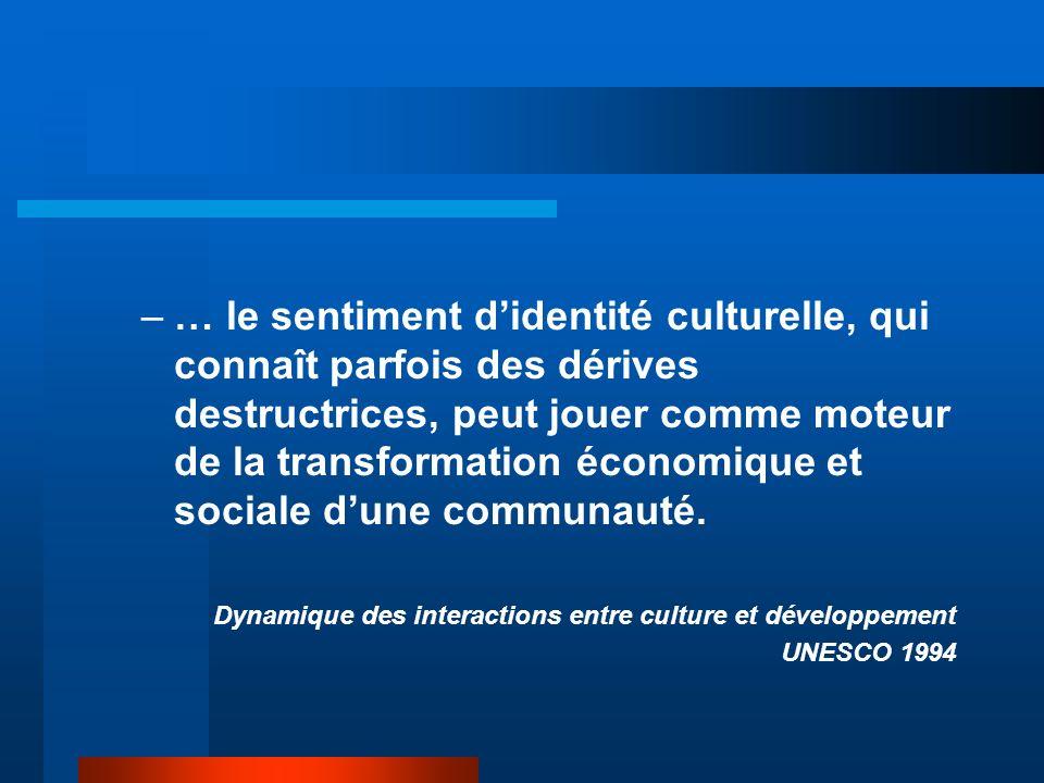 … le sentiment d'identité culturelle, qui connaît parfois des dérives destructrices, peut jouer comme moteur de la transformation économique et sociale d'une communauté.