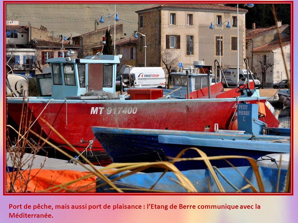 Port de pêche, mais aussi port de plaisance : l'Etang de Berre communique avec la Méditerranée.