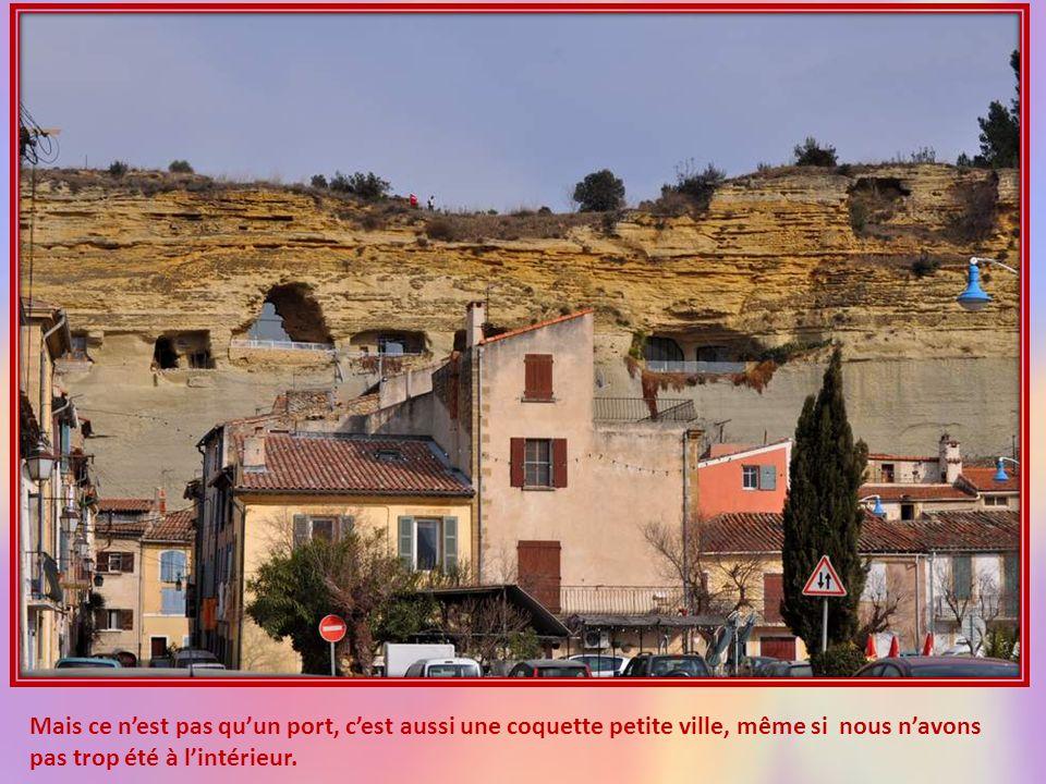 Mais ce n'est pas qu'un port, c'est aussi une coquette petite ville, même si nous n'avons pas trop été à l'intérieur.