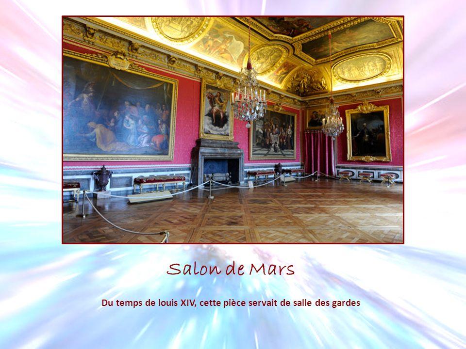 Du temps de louis XIV, cette pièce servait de salle des gardes