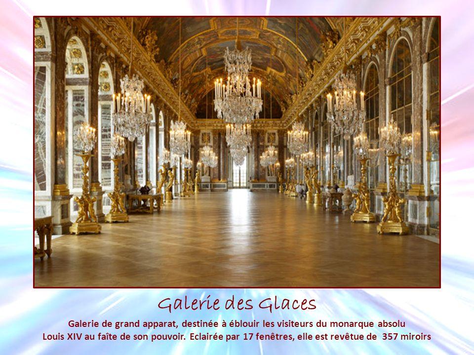 Galerie des Glaces Galerie de grand apparat, destinée à éblouir les visiteurs du monarque absolu.