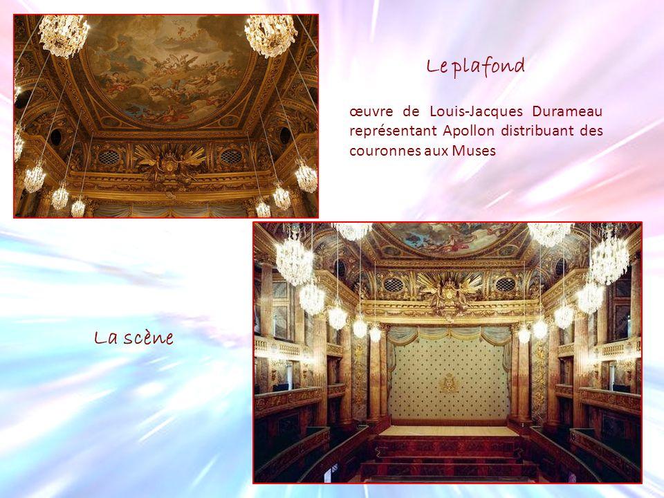 Le plafond œuvre de Louis-Jacques Durameau représentant Apollon distribuant des couronnes aux Muses.