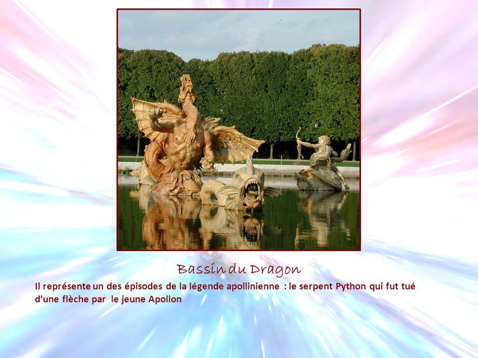 Bassin du Dragon Il représente un des épisodes de la légende apollinienne : le serpent Python qui fut tué d'une flèche par le jeune Apollon.