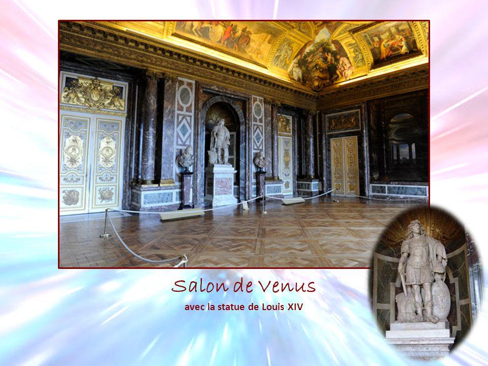 avec la statue de Louis XIV