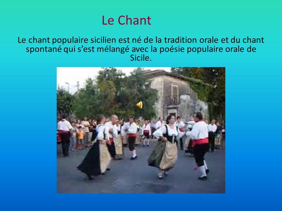 Le Chant Le chant populaire sicilien est né de la tradition orale et du chant spontané qui s'est mélangé avec la poésie populaire orale de Sicile.
