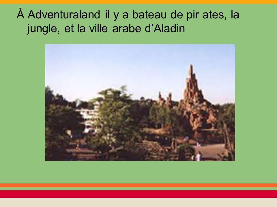 À Adventuraland il y a bateau de pir ates, la jungle, et la ville arabe d'Aladin