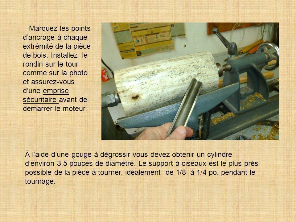 Marquez les points d'ancrage à chaque extrémité de la pièce de bois