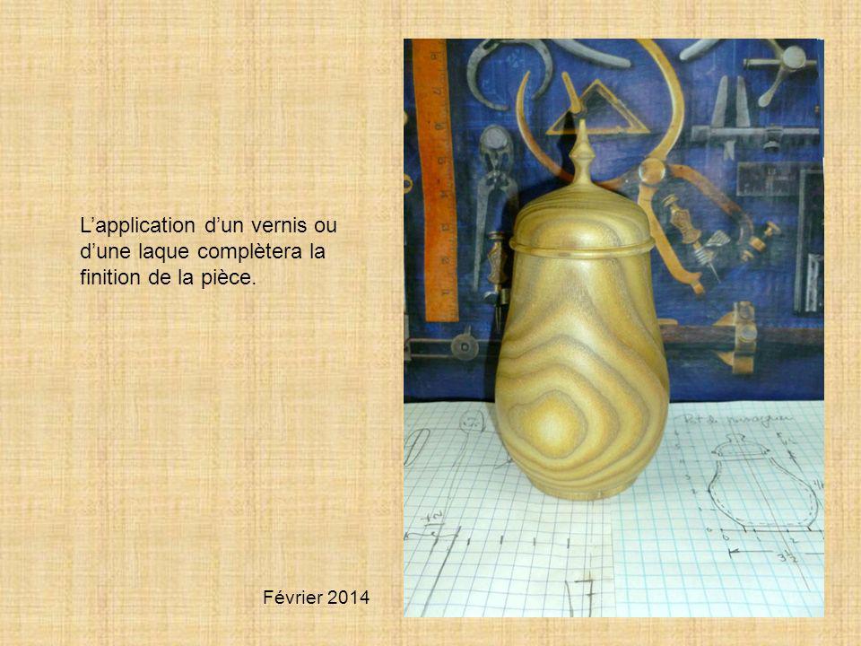 L'application d'un vernis ou d'une laque complètera la finition de la pièce.