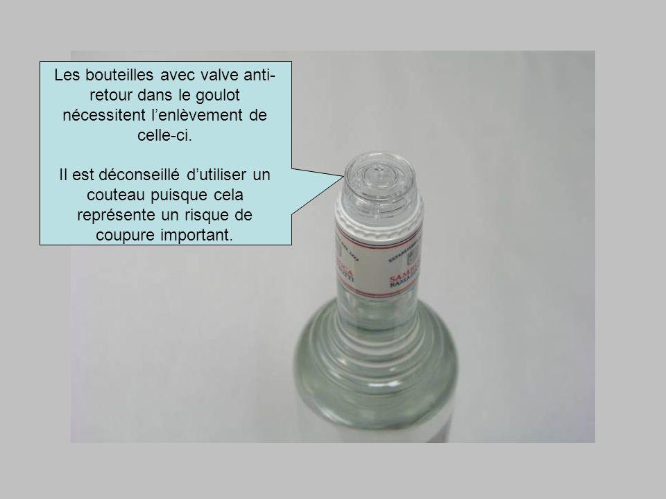 Les bouteilles avec valve anti-retour dans le goulot nécessitent l'enlèvement de celle-ci.