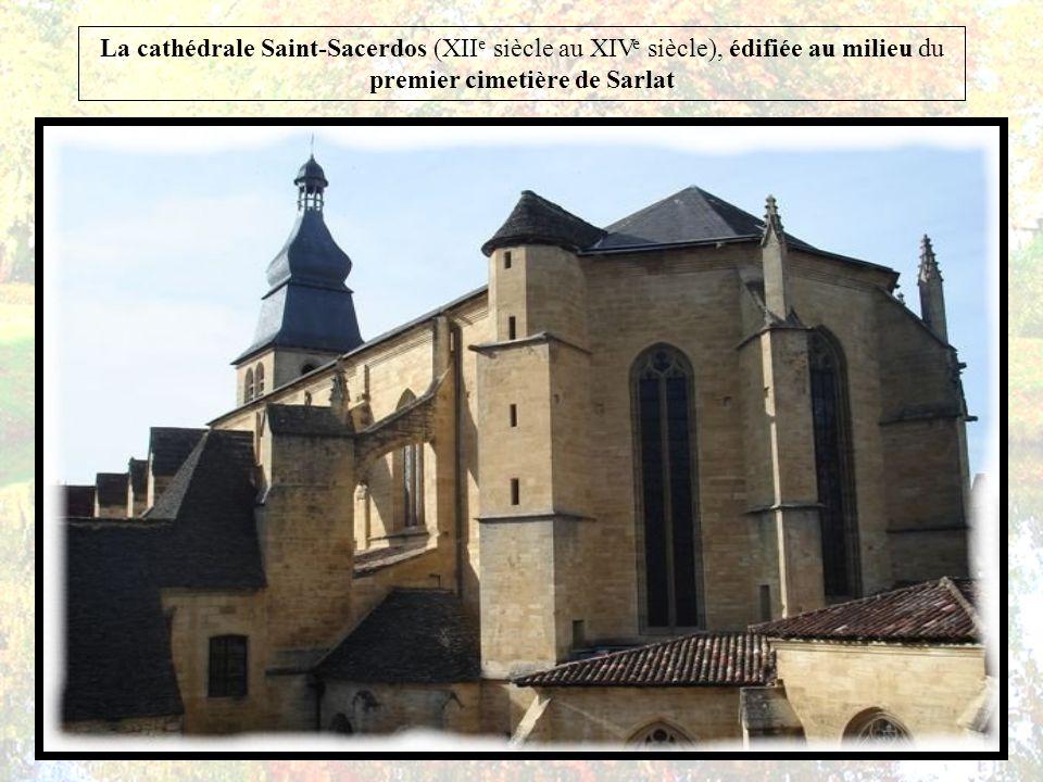 La cathédrale Saint-Sacerdos (XIIe siècle au XIVe siècle), édifiée au milieu du premier cimetière de Sarlat