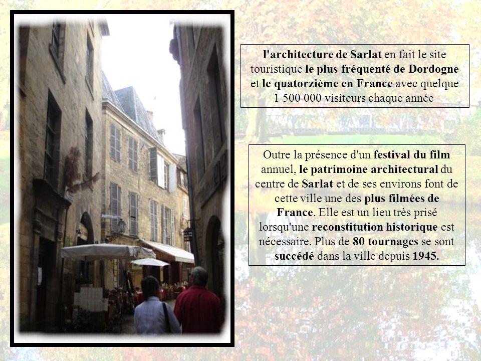 l architecture de Sarlat en fait le site touristique le plus fréquenté de Dordogne et le quatorzième en France avec quelque 1 500 000 visiteurs chaque année