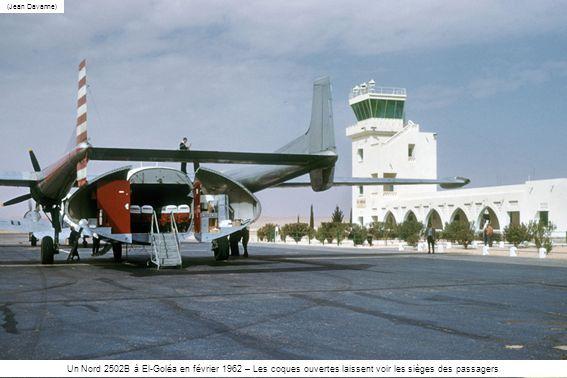 (Jean Davanne) Un Nord 2502B à El-Goléa en février 1962 – Les coques ouvertes laissent voir les sièges des passagers.