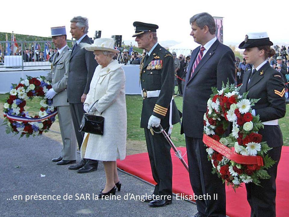 …en présence de SAR la reine d'Angleterre Elisabeth II