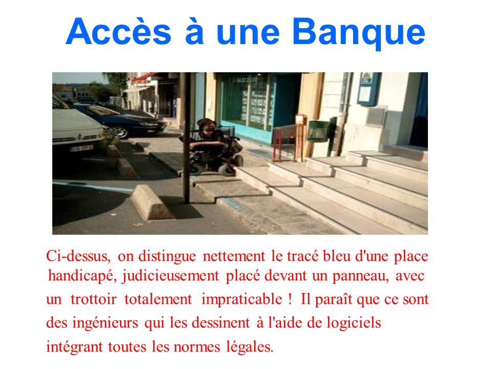 Accès à une Banque Ci-dessus, on distingue nettement le tracé bleu d une place handicapé, judicieusement placé devant un panneau, avec.