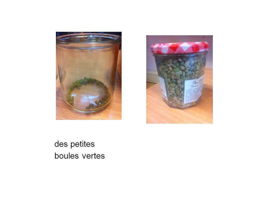 des petites boules vertes
