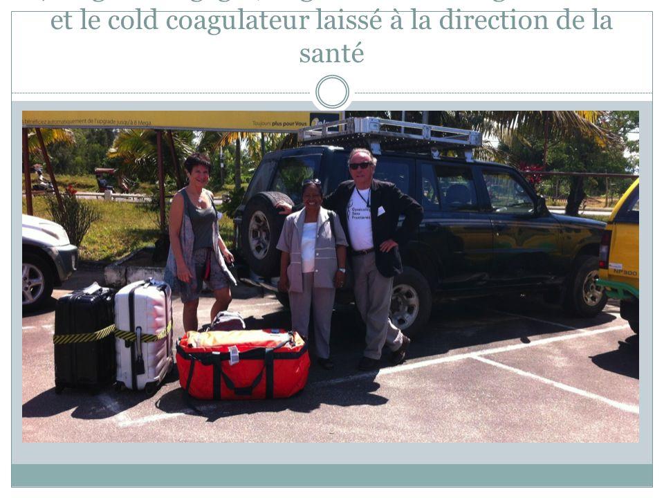 70 kgs de bagages, le gros sac avec le generateur et le cold coagulateur laissé à la direction de la santé