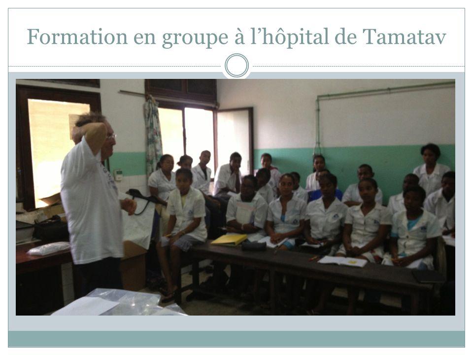 Formation en groupe à l'hôpital de Tamatav