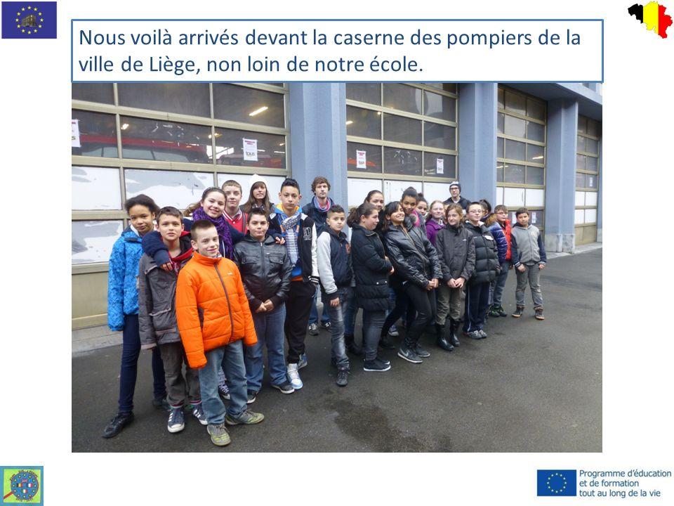 Nous voilà arrivés devant la caserne des pompiers de la ville de Liège, non loin de notre école.