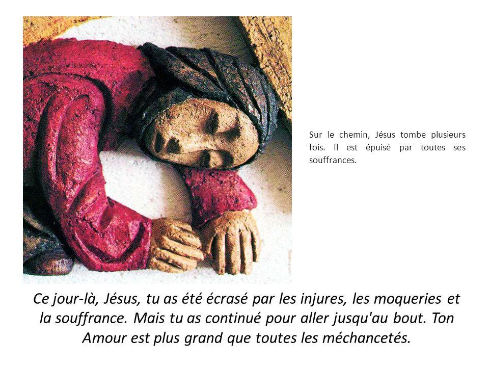 Sur le chemin, Jésus tombe plusieurs fois