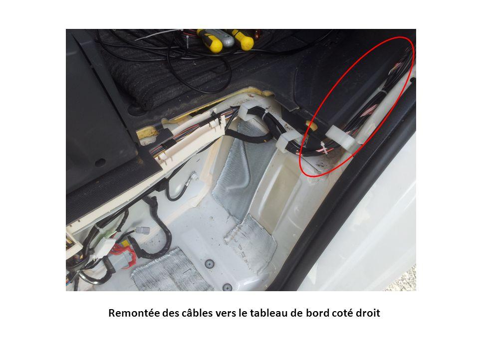 Remontée des câbles vers le tableau de bord coté droit