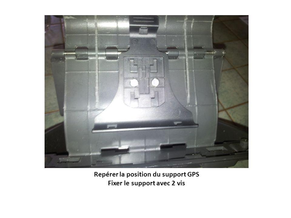 Repérer la position du support GPS Fixer le support avec 2 vis
