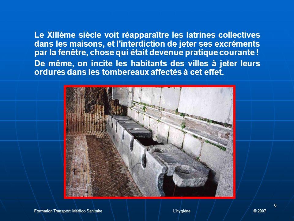 Le XIIIème siècle voit réapparaître les latrines collectives dans les maisons, et l interdiction de jeter ses excréments par la fenêtre, chose qui était devenue pratique courante !