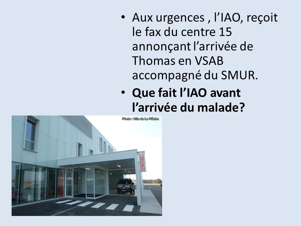 Aux urgences , l'IAO, reçoit le fax du centre 15 annonçant l'arrivée de Thomas en VSAB accompagné du SMUR.