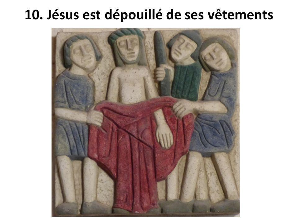 10. Jésus est dépouillé de ses vêtements