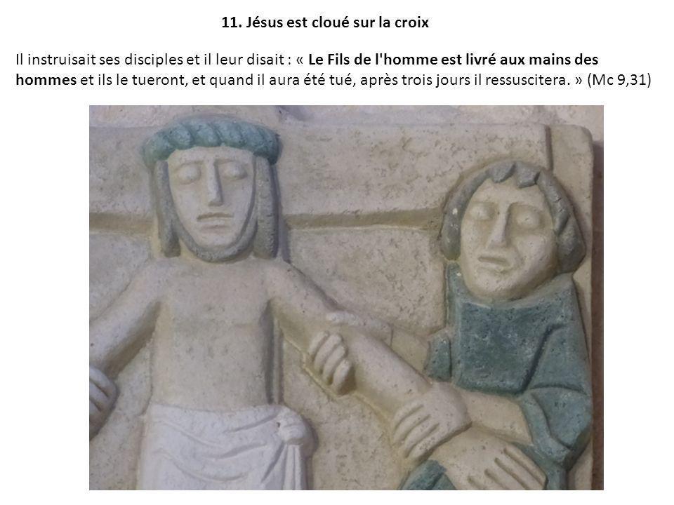 11. Jésus est cloué sur la croix