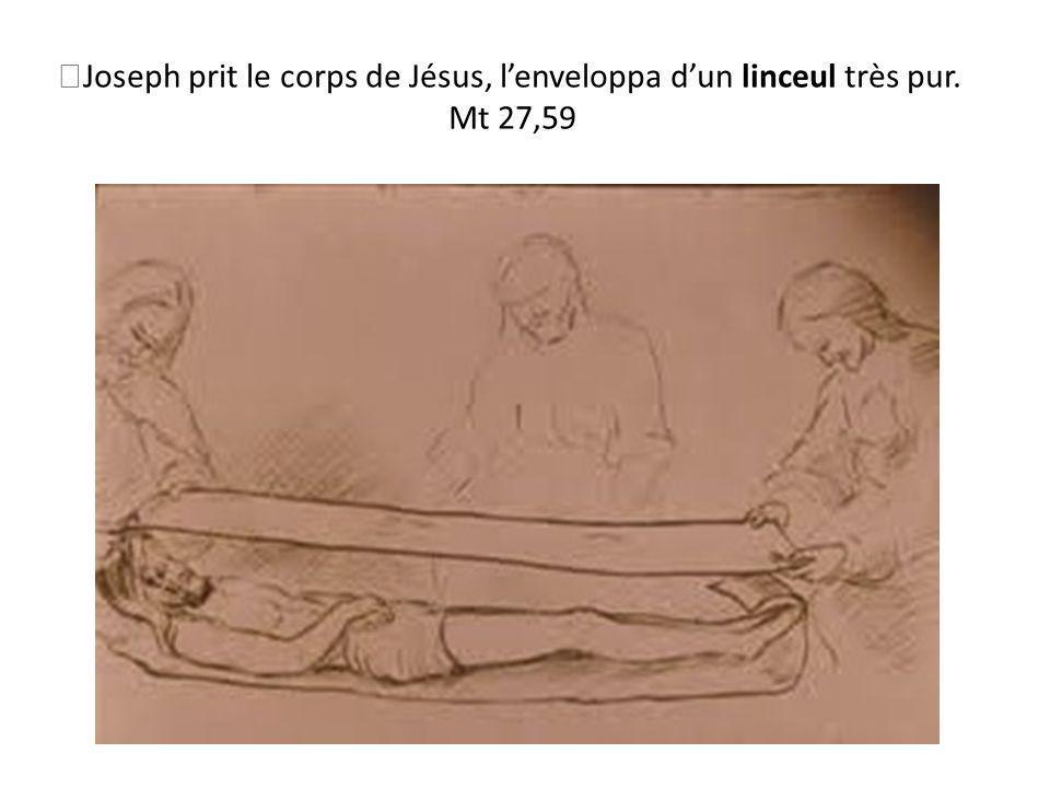 Joseph prit le corps de Jésus, l'enveloppa d'un linceul très pur.