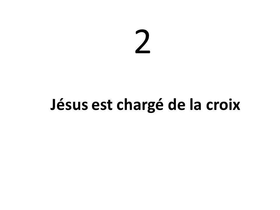 Jésus est chargé de la croix