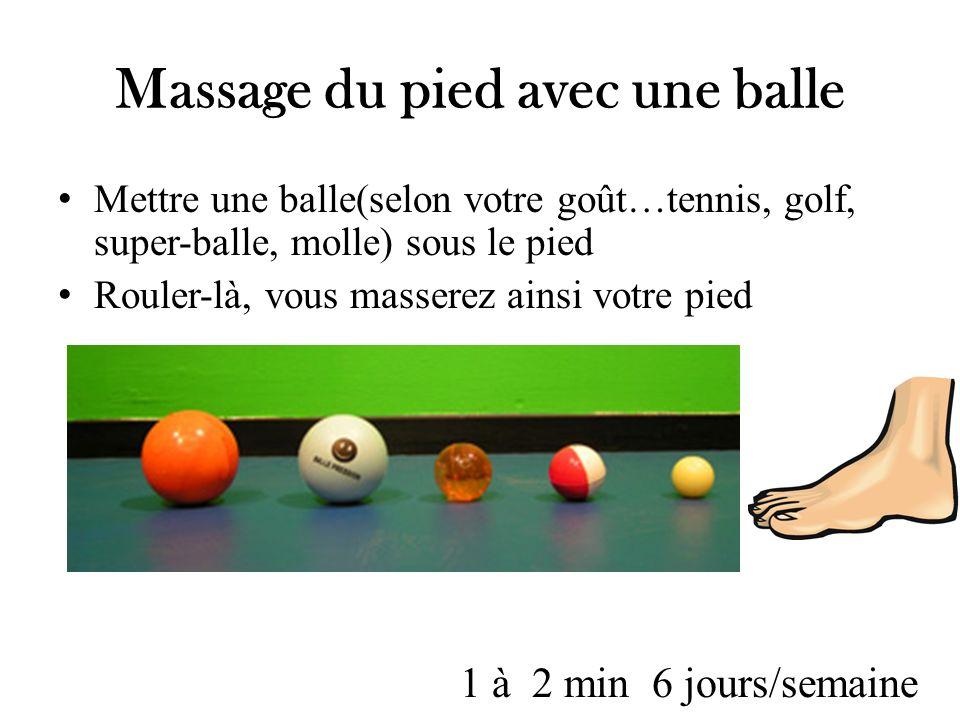 Massage du pied avec une balle